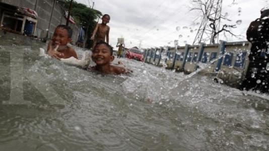 Banjir rob landa Karawang